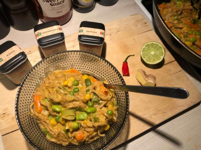 Cremet vegansk wok med edamamebønner og kokosmælk